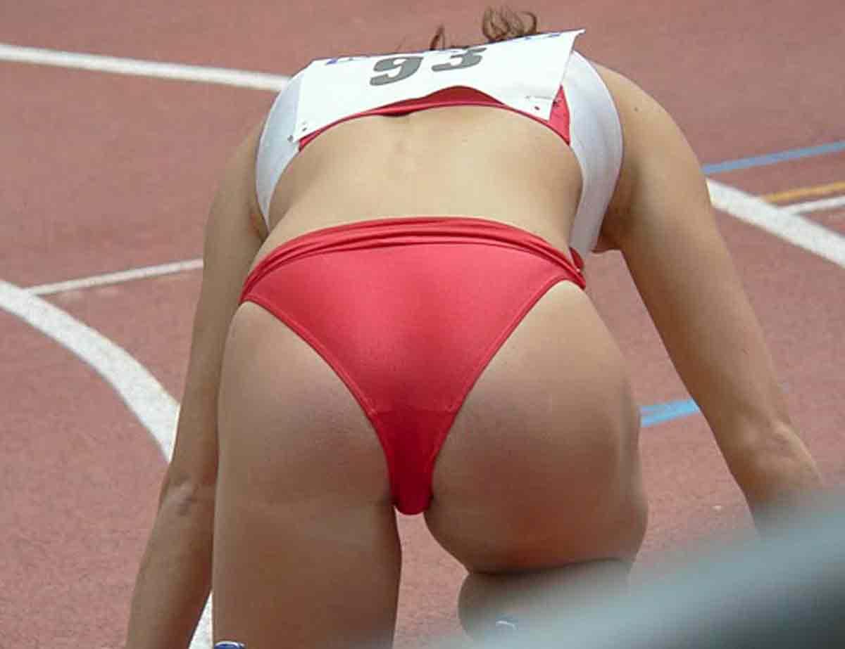 Трусики засветы у спортсменок, Спортсменки засветились с обнаженными интимными 8 фотография